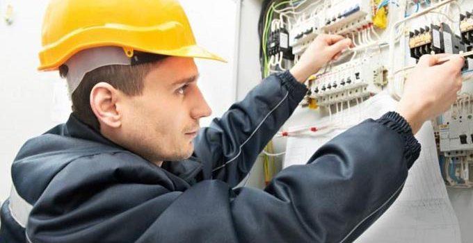 Как получить образование электромонтера?