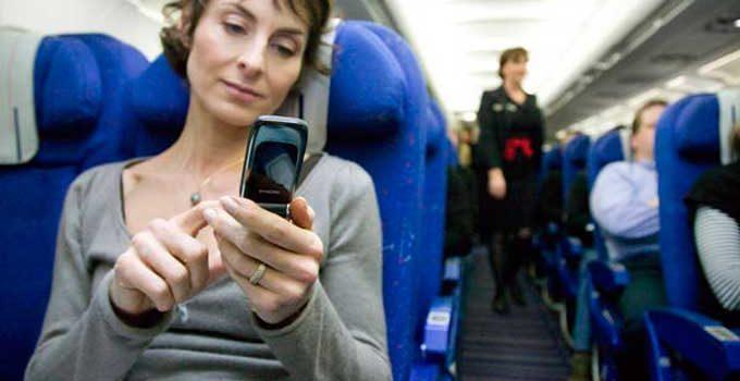 Можно ли использовать мобильный телефон в самолете?